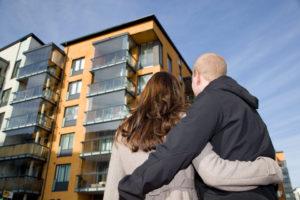 Покупка квартиры с прописанным человеком