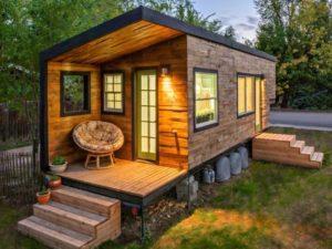 Можно ли на дачном участке построить дом для постоянного проживания